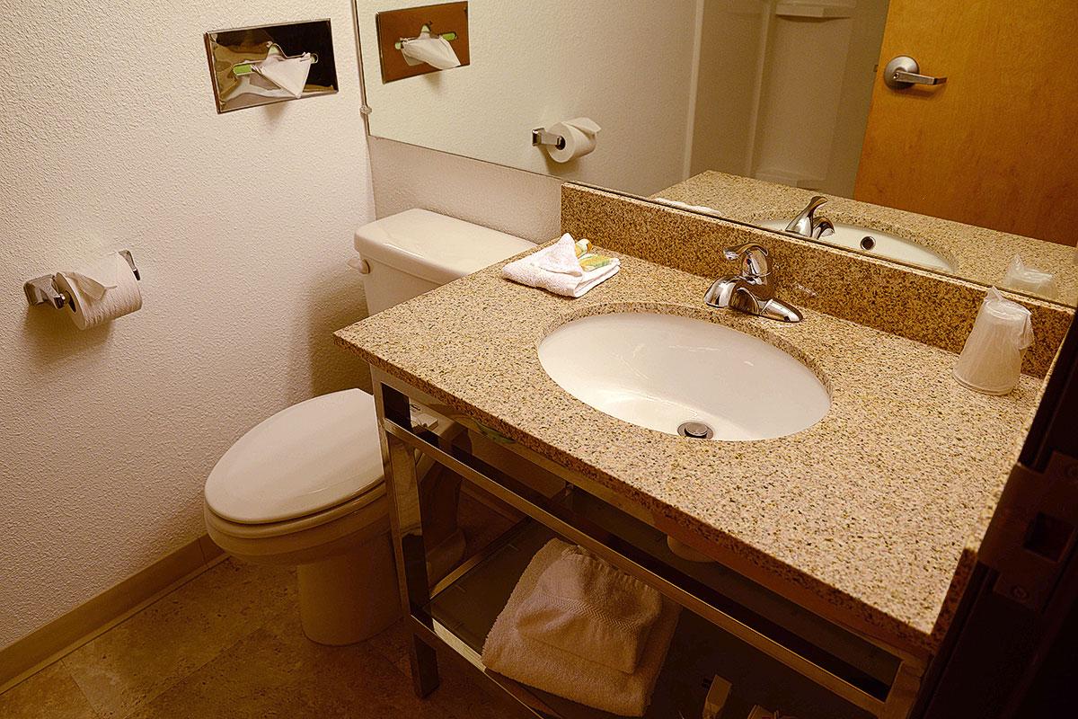 Bathroom Fixtures Billings Mt riversage billings inn - billings mt - photo gallery